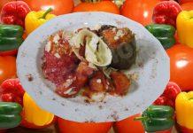Γεμιστές τομάτες και πιπεριές με πασπάλισμα τυριού