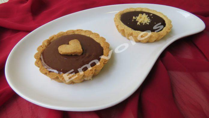 Ταρτάκια με κρέμα σοκολάτας γάλακτος και γκανάς μαύρης σοκολάτας