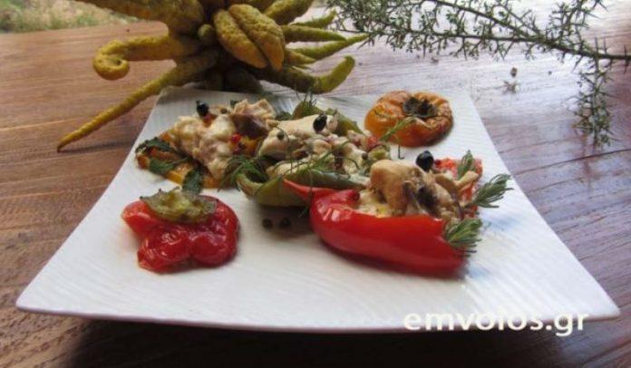 Γεμιστές πιπεριές με κοτόπουλο, κρητική γραβιέρα και μανιτάρια