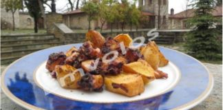 Χταπόδι φουρνιστό με πατατούλες