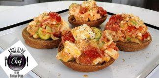 Αυγά με ντομάτες, κολοκυθάκια και φέτα