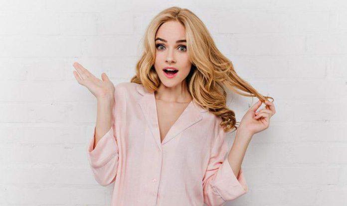 Παίζετε συνεχώς με τα μαλλιά σας; Ας δούμε τι λένε οι ψυχολόγοι!
