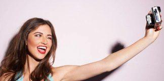 Η νέα μόδα στις selfies: Εστιάζοντας στα κοσμήματα!