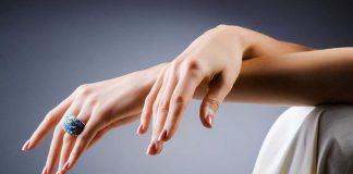 Χέρια που δείχνουν 10 χρόνια νεότερα