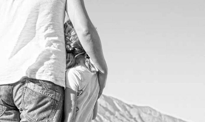 Πώς επηρεάζει η σχέση κόρης-πατέρα την ερωτική μας ζωή